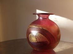 A1 Condition Isle of Wight Art Studio Glass Gold Ruby Iridescent Vase With Label