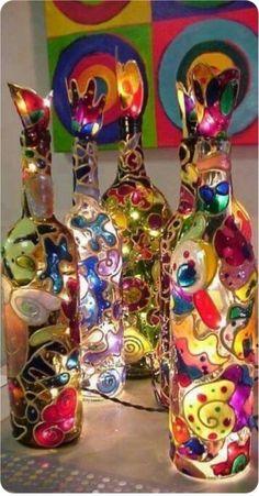 - Bottle Crafts - 15 idées sympas et originales pour recycler vos bouteilles en verre en luminaires ! 15 cool and original ideas to recycle your glass bottles into lighting! Glass Bottle Crafts, Wine Bottle Art, Painted Wine Bottles, Bottles And Jars, Decorated Bottles, Beer Bottle, Empty Wine Bottles, Wine Art, Fun Crafts