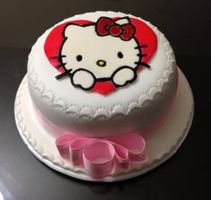 Torta Hello Kitty. #Cupcakes #Tortas