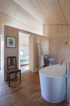 bauen mit holz im innen und au enraum badezimmer holz. Black Bedroom Furniture Sets. Home Design Ideas
