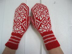 Norwegian handknitted mittens in red and white by millabella