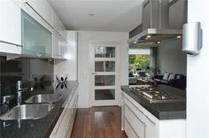 Keuken: uitgebouwd + eiland (G.A. Leendertz-Ladeniuslaan 3)