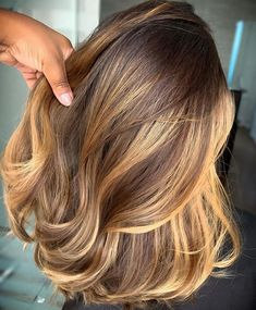 Fantastic Medium Length Haircuts for Women At This Time - Page 14 of 22 - Dazhimen Balayage Ombré, Brown Hair Balayage, Brown Hair With Highlights, Ombre Hair, Pretty Hairstyles, Wig Hairstyles, Honey Blonde Hair, Brown Blonde, Fall Hair