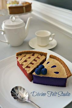 Felt Cherry Pie-Felt Food Pretend Play Tea by DivineFeltStudio Felt Cake, Felt Cupcakes, Felt Food Patterns, Felt Kids, Felt Play Food, Doll Food, Crochet Food, Decoupage, Felt Crafts