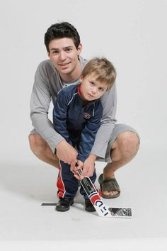 Carey Price training up Montreal's next goaltender. 50 Adorable Pictures Of NHL Players With Kids That Are Going To Melt Your Ovaries Hot Hockey Players, Nhl Players, Hockey Teams, Players Wives, Hockey Stuff, Montreal Canadiens, Usa Hockey, Hockey Season, Pittsburgh Penguins Hockey