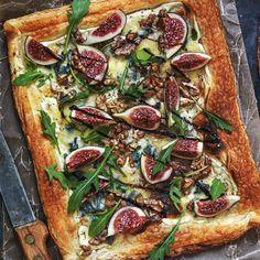 Smördegstarte med fikon, ädelost och valnötter