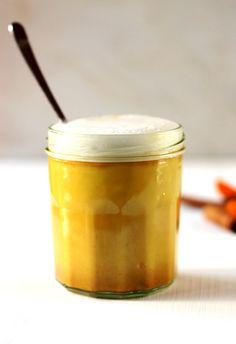 Deze Golden Milk Latte is gemaakt van kurkumapasta en amandelmelk. Een natuurlijk medicijn tegen griep en verkoudheid. Ontstekingsremmend en supergezond.