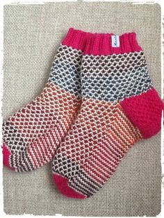 Broken seed Socks, Knitting, Fashion, Cast On Knitting, Moda, Tricot, Fashion Styles, Sock, Stricken