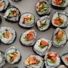 receta vegana de makis de ensalada Delicious Vegan Recipes, Vegetarian Recipes, Sushi, Keto, Dinner, Ethnic Recipes, Healthy Recipes, Salads, Cooking Recipes
