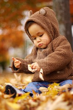 """fall baby Every friend will get a bear hoodie outfit. (When I have a kid, they will wear the hoodie and say """"Rawr! Fall Baby Pictures, Baby Boy Photos, Boy Pictures, Fall Family Portraits, Fall Family Photos, Fall Photos, Children Photography, Family Photography, Photo Bb"""
