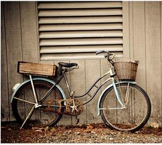 Looks pretty much like the bike that I want...it's just missing the baguette and the bottle of wine in the basket.