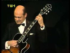 Joe Pass - When You Wish Upon A Star    Vienna 1988. Not the es175 he used to play. But still fine.