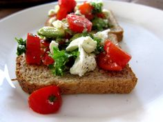 Quick and easy lunch sandwiches  http://www.maku.fi/blogit/52-weeks-deliciousness/nopea-lounas-feta-avokadoleivat