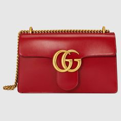 Gucci GG Marmont Leather Shoulder BagGucci shiny red leather shoulder bag with golden hardware.Sliding chain strap can be doubled, drop. Red Purses, Gucci Purses, Gucci Handbags, Purses And Bags, Gucci Bags, Replica Handbags, Gucci Gucci, Red Shoulder Bags, Chain Shoulder Bag