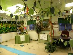 Who wouldn't want to learn in a rainforest themed classroom like this?!  LOVE!