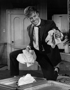 Robert Redford // 'Barefoot in the Park' (1969) .... making packing a suitcase JUST adorable <3