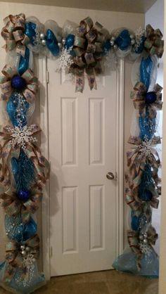 Blue Christmas Tree Decorations, Hanukkah Decorations, Christmas Centerpieces, Christmas Cover, Christmas Swags, Christmas Mantels, Christmas World, Mesh, Holidays
