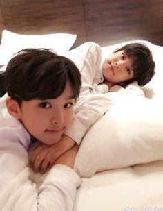 Liu Guanyi and Zhang Minghao Cute Asian Babies, Korean Babies, Asian Kids, Cute Babies, Twin Baby Boys, Twin Girls, Twin Babies, Baby Kids, Ulzzang Kids