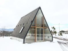 Solar-Powered Prefab A-Frame Cabin Prefabricated Houses, Prefab Homes, Modular Homes, A Frame Cabin, A Frame House, Flat Pack Homes, Grey Water System, Water Systems, Design Case