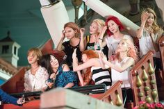 They all look funny here Snsd, Sooyoung, Yoona, Kim Hyoyeon, Girls Generation, South Korean Girls, Korean Girl Groups, Yuri, Taeyeon Jessica