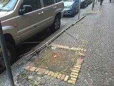 """""""Al Vomero continuano gli atti di vandalismo nei confronti dello scarno arredo urbano presente. Dopo la sparizione delle quattro panchine"""