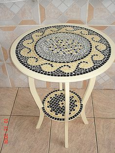 Mesa table with wave design Mosaic Tile Art, Mosaic Pots, Mosaic Artwork, Mosaic Diy, Mosaic Garden, Mosaic Crafts, Mosaic Projects, Mosaic Glass, Mosaic Furniture