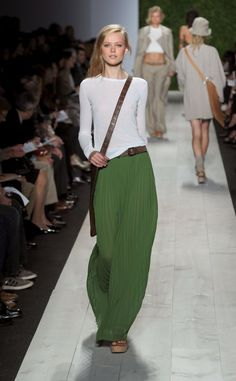 Pin for Later: Proof: Nobody Does American Classic Better Than Michael Kors Spring 2011 The effortless-chic collection reflected how the average woman wants to dress. Fashion Mode, New York Fashion, Look Fashion, Runway Fashion, Classic Fashion, 70s Fashion, Sporty Fashion, Fashion 2017, Couture Fashion