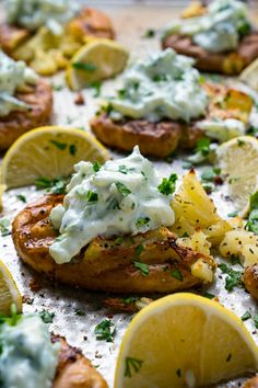 Crispy Greek Lemon Smashed Potatoes Recipe : Tender potatoes that are smashed and roasted until golden brown and crispy on top and bottom seasoned with olive oil, butter, oregano salt and pepper in addition to a hit of lemon juice! Potato Dishes, Potato Recipes, Food Dishes, Side Dishes, I Love Food, Good Food, Yummy Food, Tasty, Vegetarian Recipes