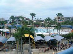Wet 'n Wild Orlando: A water park for thrill seekers and party people!