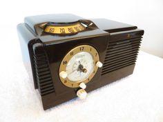 VINTAGE-PHILCO-MODERNISTIC-MID-CENTURY-GEM-MINT-CLOCK-OLD-BAKELITE-TUBE-RADIO