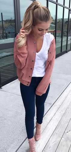 trendy outfit idea bomber + top + jenas