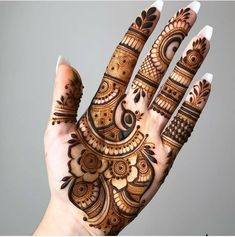 Henna tattoo designs are for tattoo lovers who don't wish to go under the needles. Check out some breathtaking henna tattoos for wrists, arms, and legs here. Dulhan Mehndi Designs, Mehandi Designs, Modern Mehndi Designs, Mehndi Design Pictures, Mehndi Designs For Girls, Mehndi Designs Feet, Beautiful Henna Designs, Mehndi Designs Book, Latest Mehndi Designs