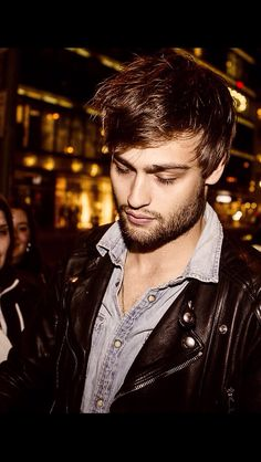 """"""" Douglas Out For Dinner with the 'Noah' Cast at Borchardt Restaurant """" Fashion Idol, Man Fashion, Douglas Booth, Boy Pictures, Boy George, Sexy Teens, Hot Actors, Famous Men, Celebs"""