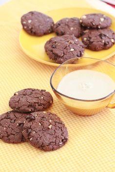Cookies tout chocolat aux noisettes (recette Marie CHIOCA)