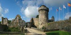 Chateau de Fougères : Quittez le temps présent et revivez cette période fascinante de rebondissements. Découvrez l'histoire du château défenseur du Duché de Bretagne au coeur d'un parcours visuel et sonore qui met en scène la forteresse médiévale. | Guide Touristique Bretagne