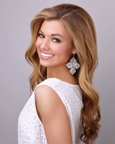 prom hair Prom and Pageant Hair Inspiration. Find more beautiful hairstyles with Pageant Planet. Pageant Hair And Makeup, Hair Makeup, Beauty Pageant Hair, Teen Makeup, Long Curly Hair, Curly Hair Styles, Pageant Pictures, Pagent Hair, Pageant Tips