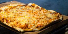 Denne pizzaen lager du i en fei, selv på travle ukedager! Jeger fortiden gressenke, alenemor til en tobeint og ti firbeinte og i full jobb som selvstendig næringsdrivende ernæringsbiolog. Dette s...