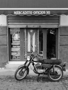 Mercadito Oficios - Moises Levy   Crie seu quadro com essa imagem https://www.onthewall.com.br/fotografia/mercadito-oficios #quadro #canvas #moldura #decoracao