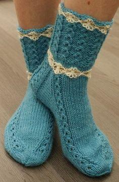 Mummoilua Loom Knitting, Knitting Stitches, Knitting Socks, Baby Knitting, Crochet Shoes, Crochet Slippers, Knit Crochet, Knitted Socks Free Pattern, Crazy Socks