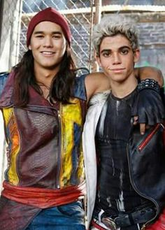 Booboo Stewart & Cameron Boyce as jay & Carlos from disney Descendants Descendants Characters, Descendants Cast, Disney Descendants, Descendants Videos, Carlos Descendants, Cameron Boyce, Kenny Ortega, Disney Channel Movies, Mal And Evie