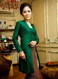 Kutubaru on Thai silk. Kebaya Lace, Kebaya Hijab, Kebaya Dress, Batik Kebaya, Batik Dress, Kebaya Muslim, Kebaya Brokat, Hijab Dress, Batik Fashion