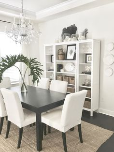 Dinning Room Table Style Guide For Your Home - Crithome Ikea Dinning Room, Dining Rooms, My Living Room, Living Room Decor, Deco Bobo, French Country Dining Chairs, Room Decor Bedroom, Home Decor, Room Decorations