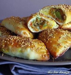Arabic Recipes 86994 I offer you this time a well-balanced recipe, containing vegetable meat all wrapped in dough. You could say that it is a version of salted turnovers but without puff pastry that I replaced by a dough made with . Tapas, Cooking Time, Cooking Recipes, Healthy Recipes, Tunisian Food, Ramadan Recipes, Arabic Food, Food Inspiration, Love Food