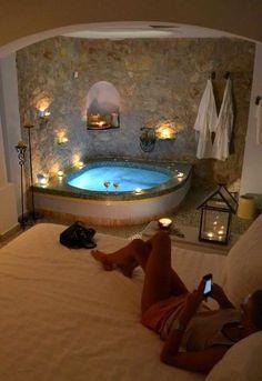Romantic bedroom with jacuzzi. Romantic bedroom with jacuzzi Romantic bedroom with jacuzzi Dream Bathrooms, Dream Rooms, Dream Bedroom, Bathroom Small, Fancy Bedroom, Bedroom Brown, Pretty Bedroom, Luxury Bathrooms, Bedroom Vintage