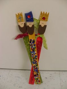 3 wisemen from paint sticks ~Via Cati Morillas http://madebymolliesmom.blogspot.com/2011/07/more-christmas-in-july-three-wisemen.html