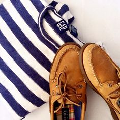 gap has some inexpensive preppy stables as well! Preppy Outfits, Winter Outfits, Summer Outfits, Preppy Clothes, Prep Style, My Style, Classic Style, New England Prep, Ugg Snow Boots