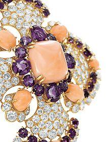 MAIA DAVITASHVILI: Elizabeth Taylor's Love Affair with Jewelry .....