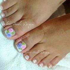#Pedicura #acripie  #french #Flores3D #GLOSSNailsDesign   Buscanos en 11 poniente #22 entre 4a y 6a norte Col centro  Citas e información al :9621556486  Aceptamos pagos con tarjetas 💳 French Pedicure, Pedicure Nail Art, Toe Nail Art, Manicure, Pretty Toe Nails, Pretty Toes, Gorgeous Nails, Feet Nails, Toenails