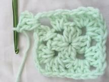 How to Crochet a Classic Granny Square: Begin a New Round