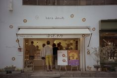 [] 原ドーナツ[]自由が丘はライカC1とポートラ160で撮影 [] Hara Donuts in Jiyugaoka shot on a Portra 160 with a Leica C1 [] by Dave Powell [] shoottokyo.com